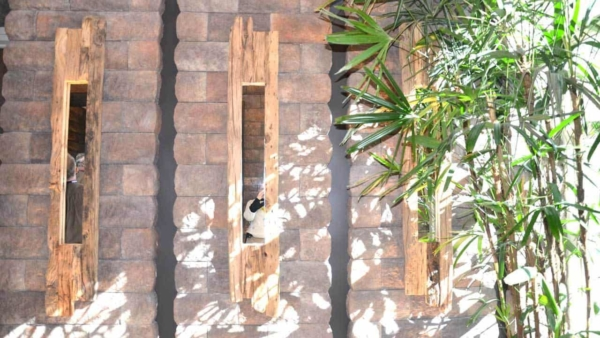 new-american-home-2016-las-vegas-entryway-decorated-recycle-materials-ht4w1280