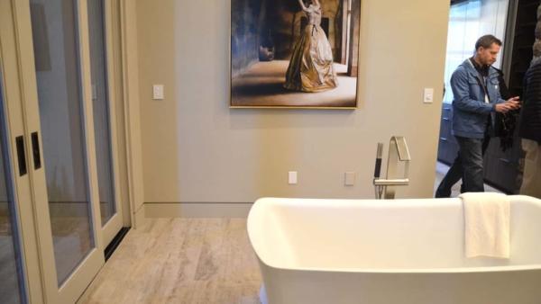 new-american-home-2016-las-vegas-master-bathroom-freestanding-bathtub-ht4w1280