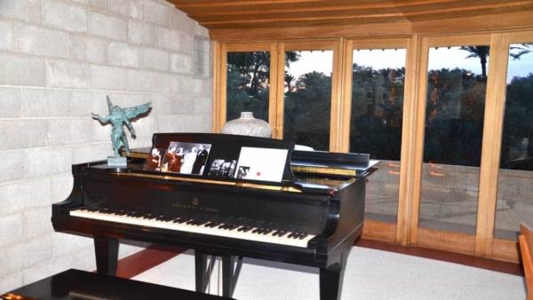 david-wright-house-living-room-grand-piano-ht4w1280