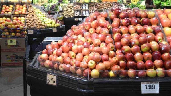 grocery-store-buying-apples-ht4w1280