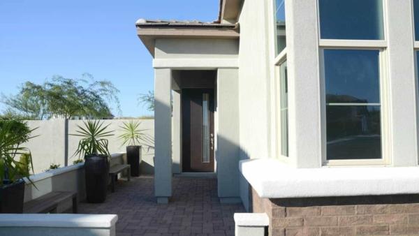 ashton-woods-model-home-entry-courtyard-ht4w1280