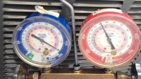 analog pressure gauges are used in an hvac installation