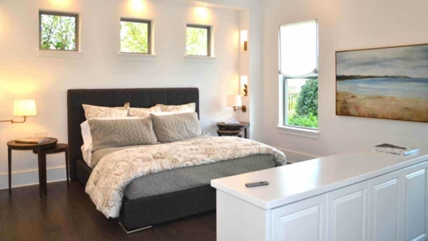 master-bedroom-small-windows-over-bed-ht4w1280