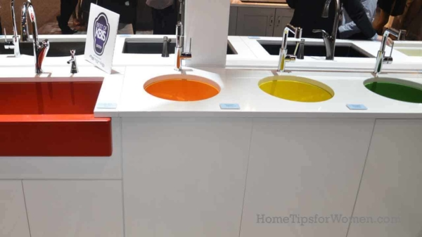 love these bright & bold colored sinks, clearly following the new home color design trends